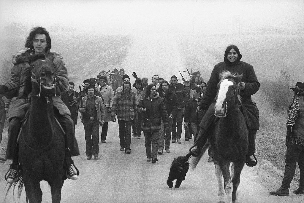wounded knee single parents Wounded knee, the 1973 siege, came long after wounded knee, the 1890 massacre, which ended organized american indian resistance to white rule.